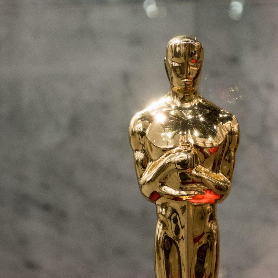 Image représentant la statuette dorée remise aux lauréats d'un Oscar.