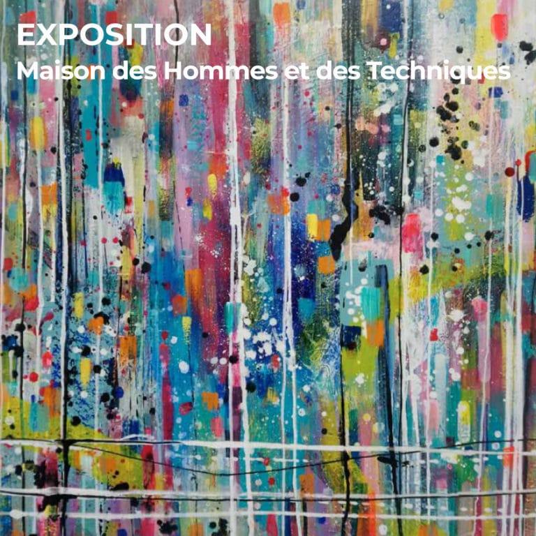 """Sur le fonds d'une oeuvre d'art, un titre figure en blanc : """"EXPOSITION, Maison des Hommes et Techniques"""". Ce lieu accueille l'exposition du festival nantais Handiclap."""